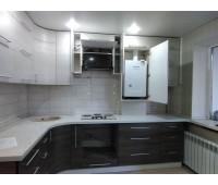 Кухня с фасадами МДФ Пластик , размер 2400х2800 мм.